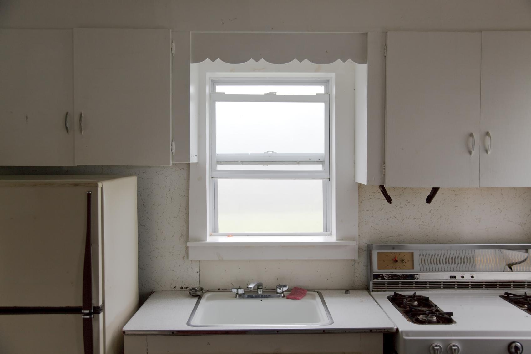 3 Reasons Not To Glue Peeling Vinyl Cupboard Doors